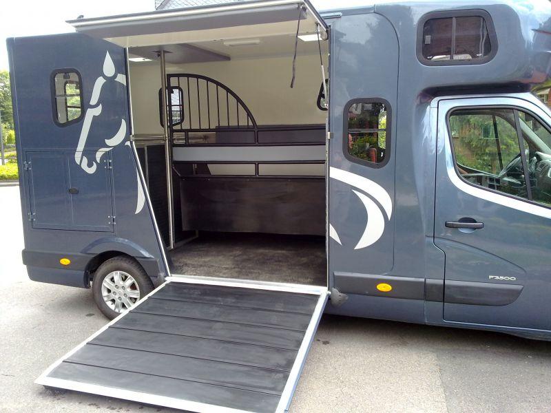my bus online busumbau bushandel pferdetransporter. Black Bedroom Furniture Sets. Home Design Ideas